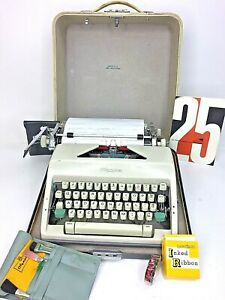 Olympia Deluxe Manual Portable Typewriter W Carrying Case Made Western Germany