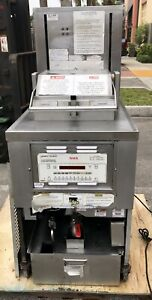 Henny Penny Pressure Fryer Gas Pfg 690 Fried Chicken Sold As Is Condition
