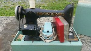 Vintage Singer Sewing Machine With Box And Accessories