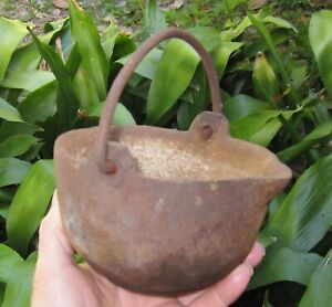 Cast Iron Pot with spout for lead melting fishing sinkers reloading
