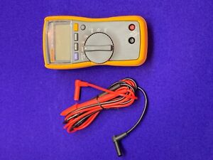 Fluke 114 Electrical Meter Multimeter True Rms