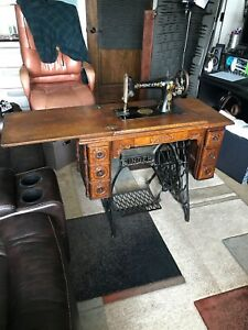 1900 S Vintage Singer Original Treadle Sewing Table With Sewing Machine