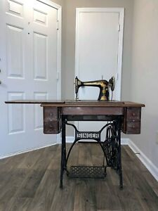 Vintage Singer Sewing Machine With Table 1928