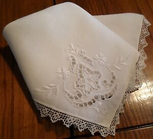 Elegant Vintage Embroidered And Lace Trimmed Linen Handkerchief
