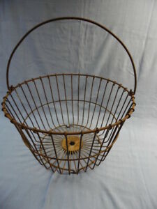 Vintage Antique Rustic Farmhouse Wire Egg Gathering Basket 14 Diameter
