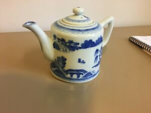 Antique Canton Chinese Export Blue White Tea Pot