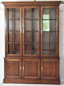 Statton Cherry Chippendale Style China Cabinet Breakfront Old Towne Finish