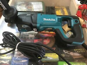 Makita Hr2621 Corded Electric Rotary Hammer Drill 1 Concrete 1 2 Steel