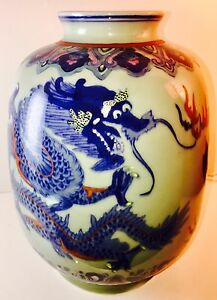 Vtg Hand Painted Korean Celadon Glaze Vase Fighting Dragons 10 5 T Signed