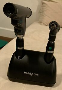 Welch Allyn Diagnostic Desk Set In Excellent Condition Panoptic Ophthalmoscop