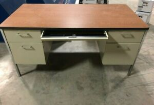 5 Drawer Metal Desk With Wood Like Top H 29 X W 60 X D 30 Used