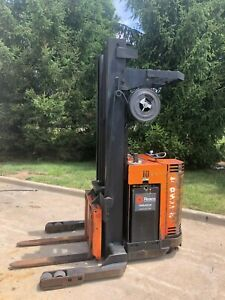 Raymond Forklift Reach Truck 4000 Lb 216 Lift W battery