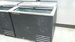 Used 36 True Td 36 12lt Low Temp Horizontal Bottle Cooler