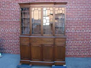 Virginia Craftsmen Mahogany China Cabinet Breakfront Henkel Harris Quality
