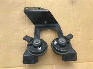 2005 2008 Audi A6 3 2l High And Low Note Tone Horn With Bracket Oem