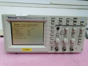 Tektronix Tds220 Two Channel Digital Real Time Oscilloscope 100mhz 1gs s