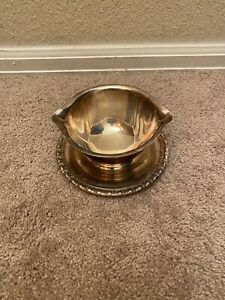 1715 Rogers Bros Daffodil Silverplate Gravy Boat With Attached Underplate Tray