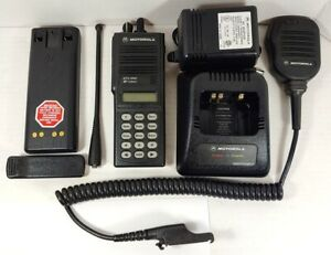 Motorola Mts2000 800mhz Model Iii Portable Two way Radio H01uch6pw1bn W Mic