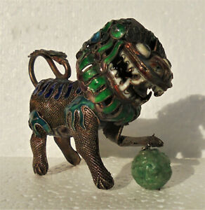 Cina China Old Enameled Silver Filigree Small Foo Dog With Carved Jade Bead