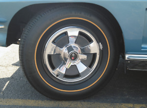 1965 New Corvette Hubcap Set With Spinners Set Of 4
