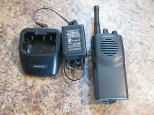 Kenwood Tk 3101 Uhf 450 490 Mhz 2 W 15 Channel Portable W charger lot l51