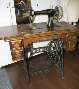 Antique Singer Sewing Machine Treadle Oak Table Cabinet