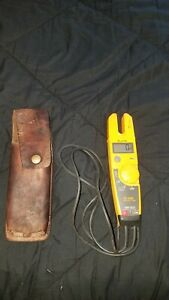 Fluke T5 1000 Voltage Continuity Current Electrical Tester W holster Free Shippi