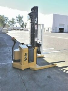 Yale Walkie Stacker 130in 3800lbs Msw040 With Charger Electric Straddle Stacker