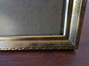 Vintage Gold Metal Picture Frame 5x7 Photo Ribbed Surround Clean Lines Etching