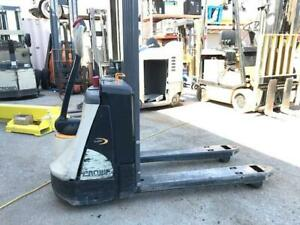2014 Crown Wp3035 45 4 500lb Electric Pallet Jack W On Board Charger