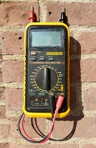 Digital Automotive Multimeter Autoranging W Bar Graph Dmm 2 8 Cylinder Fluke