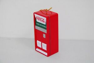 VINTAGE COCA COLA VENDING MACHINE ORNAMENT MINIATURES OPENS TO BEARS AND COKES.