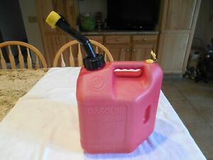 2 Gal 8 Oz Blitz Can Model 11810 Vented With Spout Good Clean Condition