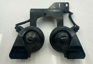 2005 2011 Audi A6 S6 High Low Note Tone Pitch Signal Horn W Bracket Set Oem