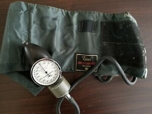 Tycos Pre calibrated Adult Cuff Aneriod Sphygmomanometer Blood Pressure Vintage