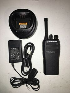 Motorola Cp200 Uhf 4 Ch Refurbished 438 470 Mhz Radio With Charger m31