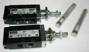 Parker 3 way 2 Position Spool Valves 1 8 fnpt With Actuator Rods Lot Of 2