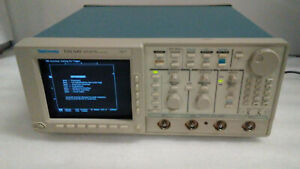Tektronix Tds540 4 channel 500mhz Oscilloscope Powers On Untested