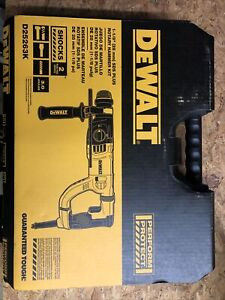 Dewalt 1 1 8 Sds Plus Rotary Hammer Kit D25263k