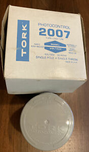 2007 Tork Photocontrol Turn Lock Mounting 105 277v Single Pole Single Throw