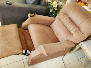 Spin Life Power Lift Recliner Barely Used 200 00 Local Pick Up Only No Return