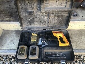 Dewalt Dw004 24v Cordless 7 8 Rotary Hammer Drill Sds Batteries Charger Case