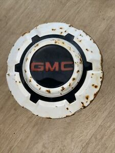 1967 1972 Gmc 3 4 To 1 Ton Pick Up Truck Dog Dish Hubcap White Patina Included