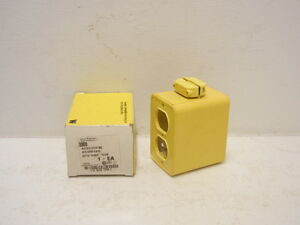 Daniel Woodhead 3000 New Neotex Multiple Outlet Box With Cover Plates 3000