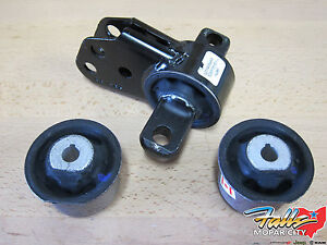 2005 2010 Jeep Grand Cherokee Commander Front Axle Mount With 2 Bushings Oem