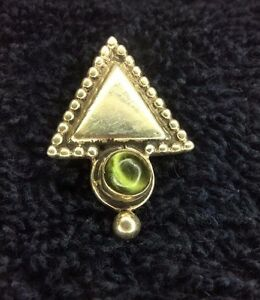 Sterling Silver Scrap Not 2 Grams White Arrow Triangle Green Gem Charm 81