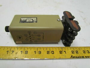 Eagle Signal Cg907a3 120v Ac dc Time Delay Relay W base 0 25 1 75 Sec