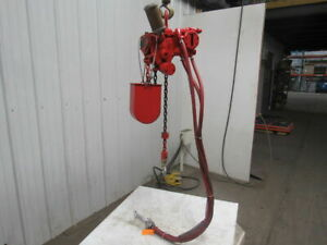 Chicago Pneumatic B 500 Lb 1 4 Ton Pneumatic Air Chain Hoist 8 6 lift