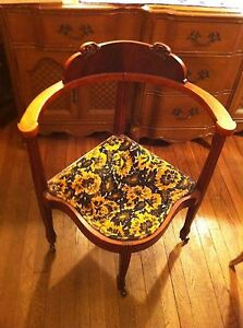 Aq Vtg William Mary French Provincial Federal Style Upholstered Corner Chair
