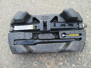 Gm Oem Floor Rails Rear Jack Carrier 15943830